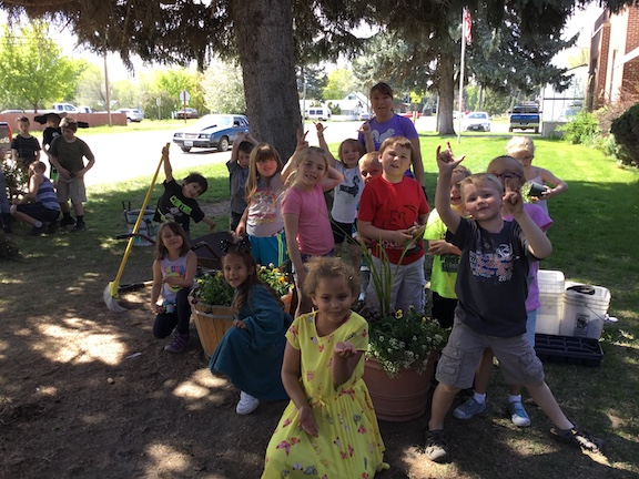 Kindergartners Beautify for Better World Day!